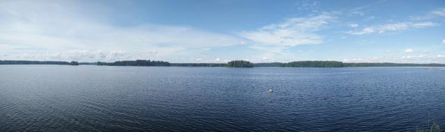 A panomara view over the lake